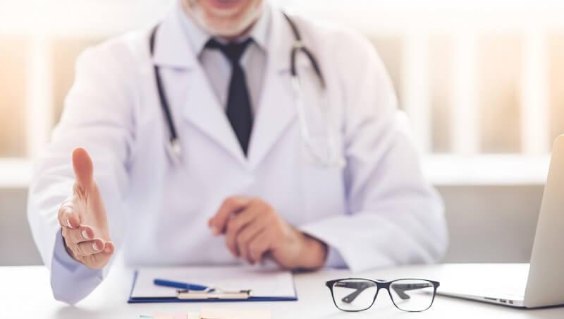 ¿Cómo elijo un cirujano plástico para mi procedimiento?